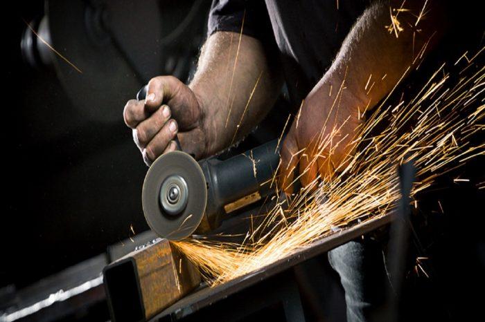 Soyez à l'aise et en sécurité avec les outils manuels et électrique (Be Handy and Safe with Hand and Power Tools)